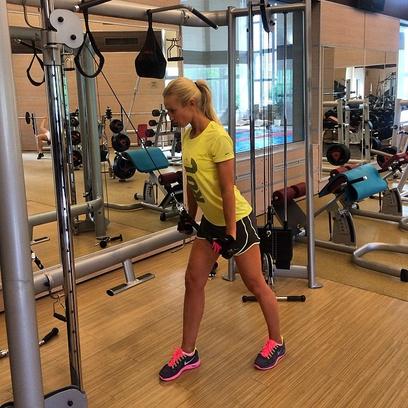 Ольга Бузова в спортивном зале