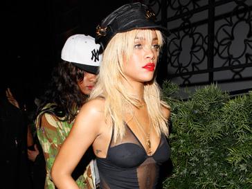 Рианна (Rihanna) была зациклена на несовершенстве своего тела, но все же поборола свои комплексы