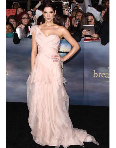 """Эшли Грин (Ashley Greene) на лос-анджелесской премьере """"Сумерки. Сага. Рассвет. Часть 2"""""""
