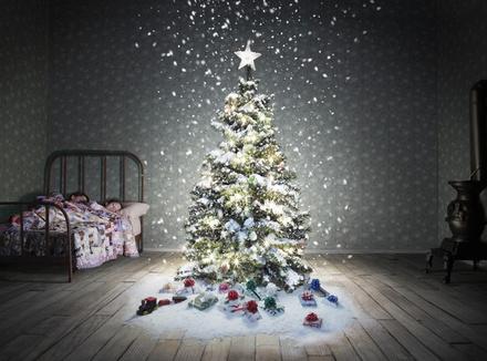 При виде новогодней елки в доме меня охватывает тоска...