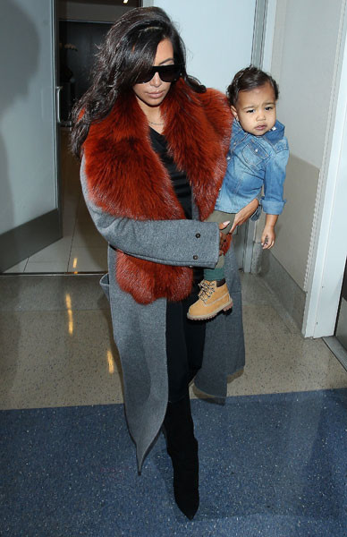 Ким Кардашьян и Норт Уэст в аэропорту Лос-Анджелеса