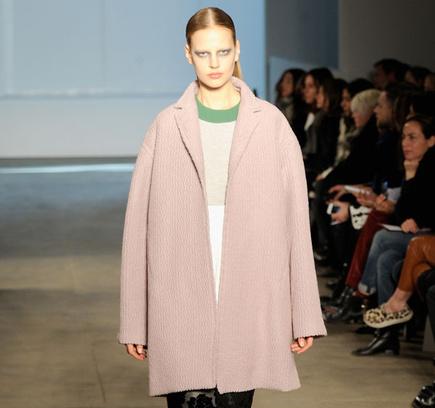Розовое пальто Derek Lam осень-зима 2014
