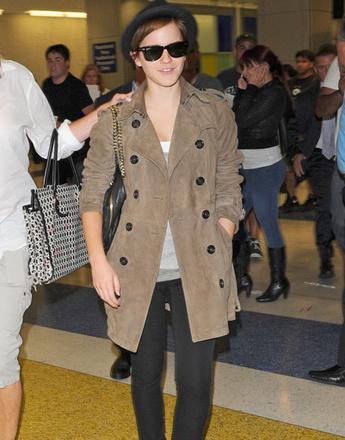Стиль Эммы Уотсон (Emma Watson) в замшевом пальто