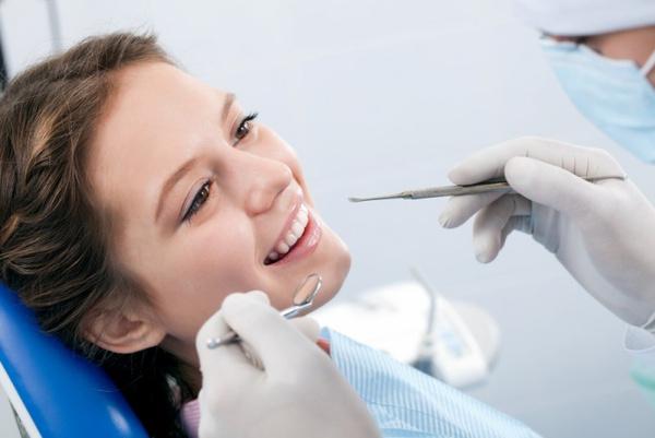 Лечение дырки в зубе