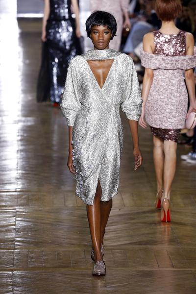 Показ Ulyana Sergeenko на Неделе Haute Couture в Париже | галерея [1] фото [10]