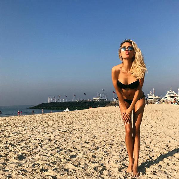 Стройная Виктория Боня ретуширует ноги на фото