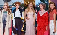 Красная дорожка Уральского кинофеста: самые эффектные наряды