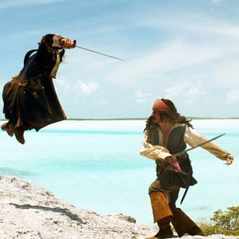 В многочисленных сценах драк в «Пиратах Карибского моря» Джонни Депп блестяще владел холодным оружием.