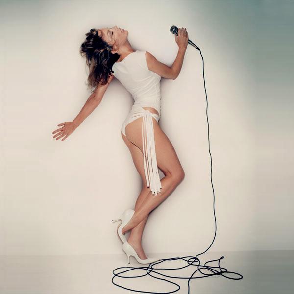 Кайли выпускает студийные альбомы не часто, но почти все ее треки методично становятся хитами.