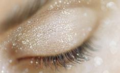 Новогодний макияж: натуральные цвета, яркие стрелки и кристаллы