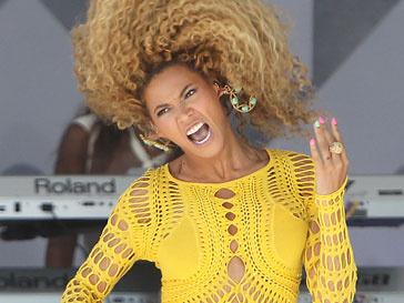 Последняя пластинка Бейонсе (Beyonce) удерживает 1 место в хит-параде Великобритании