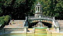 Один из многочисленных городских парков — Сад Дарси — был разбит в XIX веке в итальянском стиле, модном при Наполеоне III