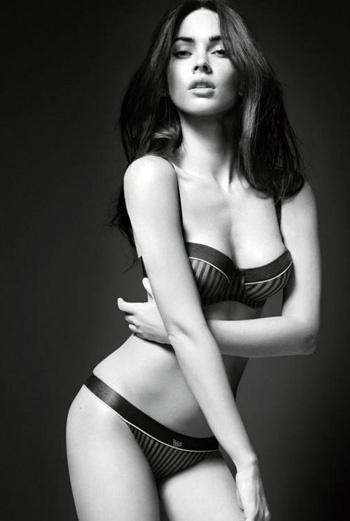 Меган Фокс (Megan Fox) уже не первый раз работает с Armani. Дебютная фотосессия с ее участие появилась в январе 2010 года. Тогда актриса возглавила кампанию нижнего белья и джинсов сезона весна-лето/2010.