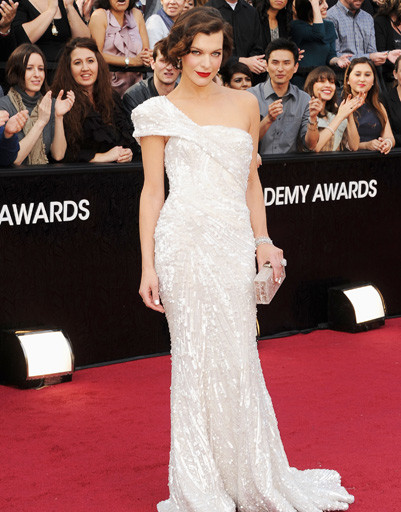 "Мила Йовович (Milla Jovovich) на ""Оскаре-2012"""