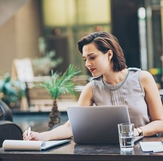 Слишком идеальна для брака: почему одиноки успешные женщины