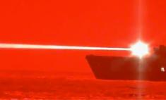 ВМС США показали, как стреляет лазерная пушка по дрону (видео)