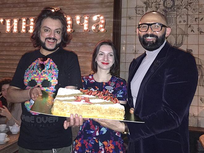 Филиппу Киркорову в Ростове подарили три наполеона
