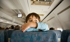 Просто ад: ребенку в самолете разрешили делать все, что хочет