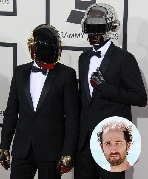 Участники Daft Punk скрывают свои лица под шлемами