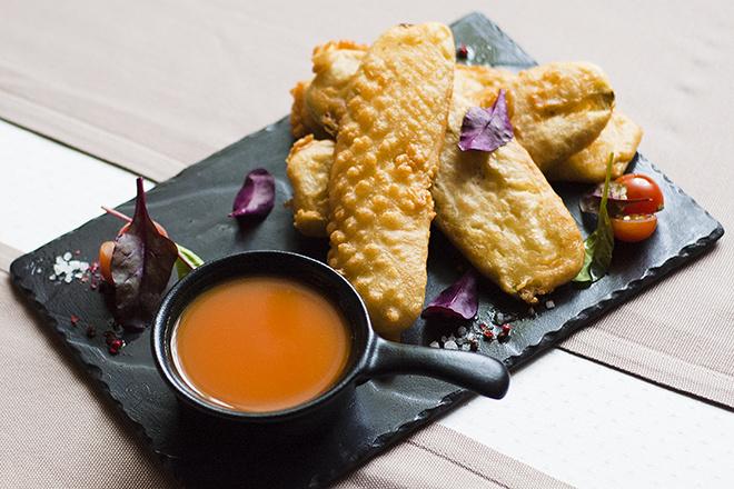 Темпурные кабачки с тыквенным соусом
