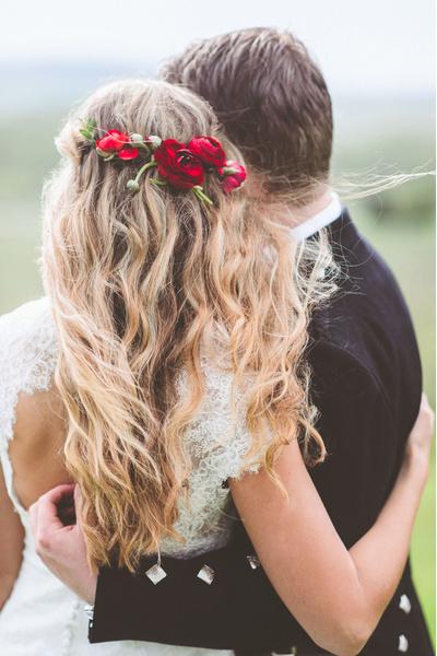 Как украсить цветами свадебную прическу?   галерея [2] фото [4]