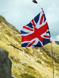 Великобритания закрывает визовые центры в России