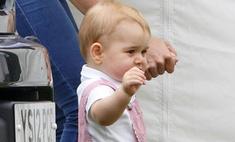 Принц Джордж отбирает игрушки у других детей