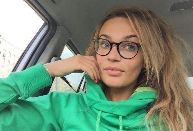 Алена Водонаева купила родителям автомобиль