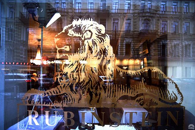 Возлюбленный Ксении Раппопорт открыл ресторан в Петербурге