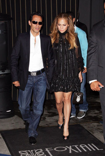 Дженнифер Лопес и Марк Энтони выходят из ресторана в Пуэрто-Рико
