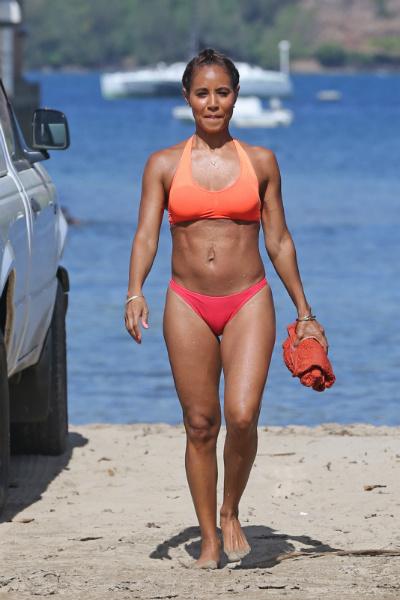 Жена в бикини на пляже фото фото 671-446