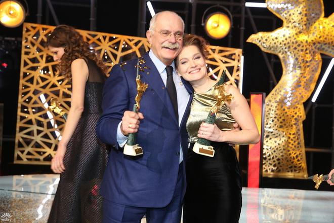 Золотой орел – 2016: Никита Михалков и Виктория Толстоганова фото