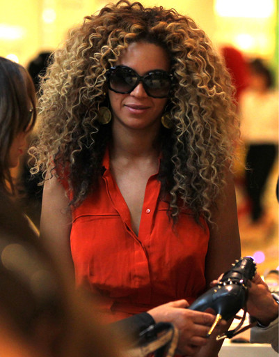 Бейонсе (Beyonce) в универмаге Selfridges