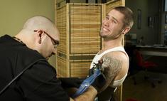 Мать возразила против того, чтобы сын делал татуировку, и он воспринял ее слова слишком буквально