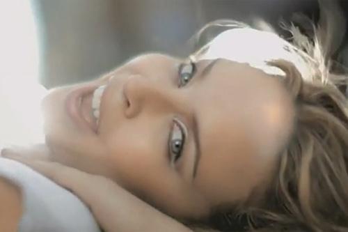 Кайли Миноуг недавно отметила 42-летие, однако выглядит потрясающе.
