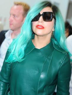 Леди ГаГа так любит бирюзовый, что даже покрасила в этот цвет волосы