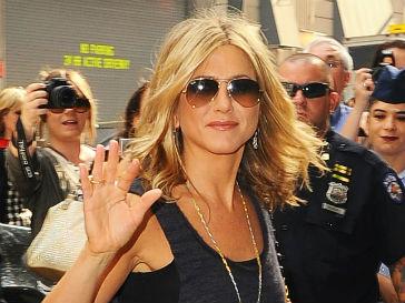 Дженнифер Энистон (Jennifer Aniston) опровергла слух о своей беременности