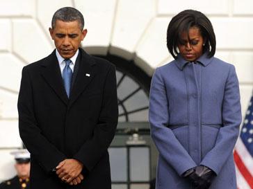 Барак Обама (Barak Obama) навестит Габриэль Гиффордс в больнице.