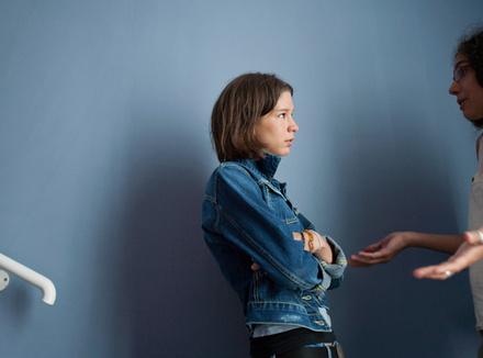 Почему нас тянет критиковать друзей и близких