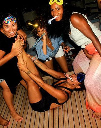 Рианна решила повторить карнавал на Барбадосе