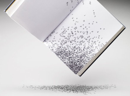 Буквы высыпаются из книги