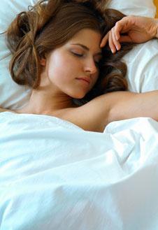 С 12 до 3-х часов ночи запускаются обменные процессы в организме. Сон в это время гарантирует легкий подъем и бодрость.
