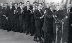 История одной фотографии: поцелуй Брежнева и Хонеккера