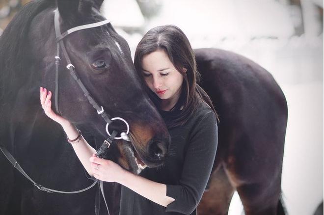 Красивые девушки наездницы верхом на конях, фото