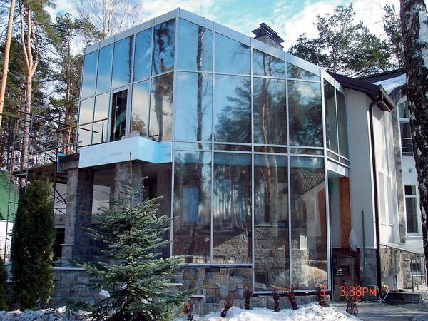 Застекленный фасад на базе алюминиевых систем от Profilco
