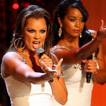 Ведущая шоу Ванесса Вильямс представляет пародию на песню Can't Take My Eyes Off of You
