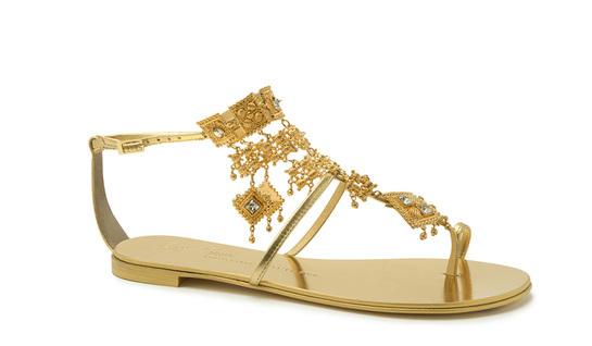 Летняя обувь: женские сандалии