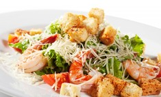 Неповторимый вкус салата «Цезарь» с креветками