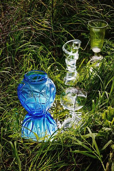 вазы на траве