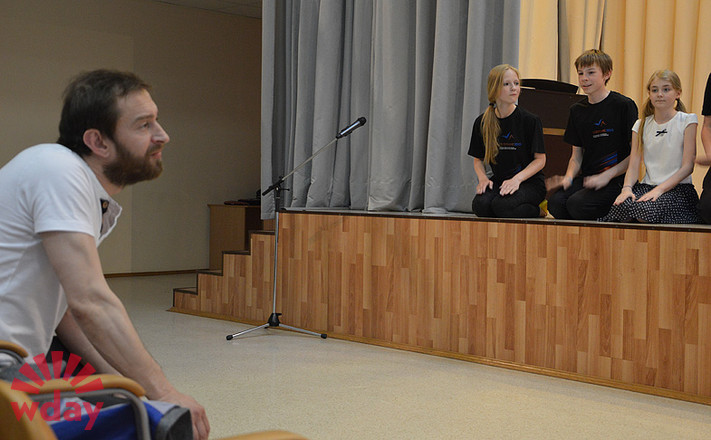 Константин Хабенский в школе-студии в Екатеринбурге, фото
